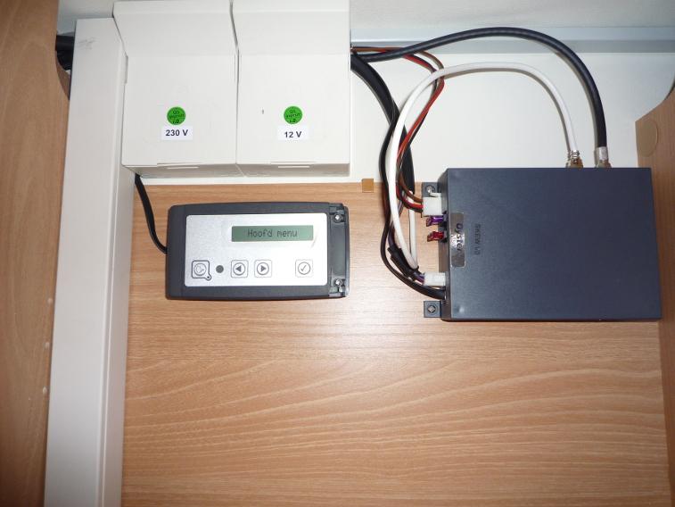 Control box en paneel aansluiten